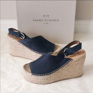 🆕NWT MARC FISHER ANDELA WEDGE SANDAL-INDIGO BLUE